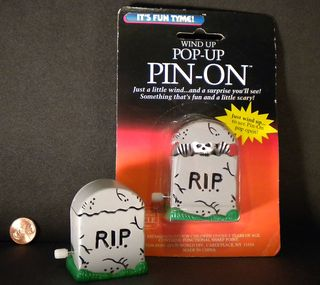 Halloween pop-up pin-on