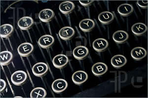Old-Typewriter-Keyboard-101853