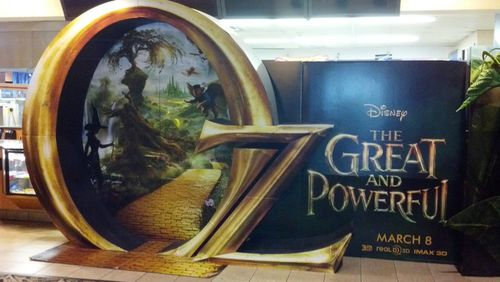 oz the great and powerful theater display