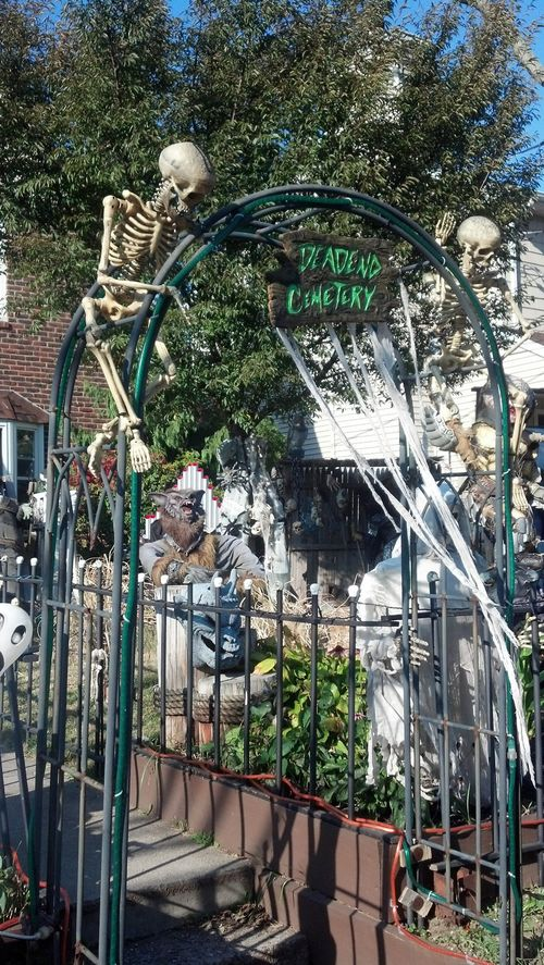 halloween haunt display