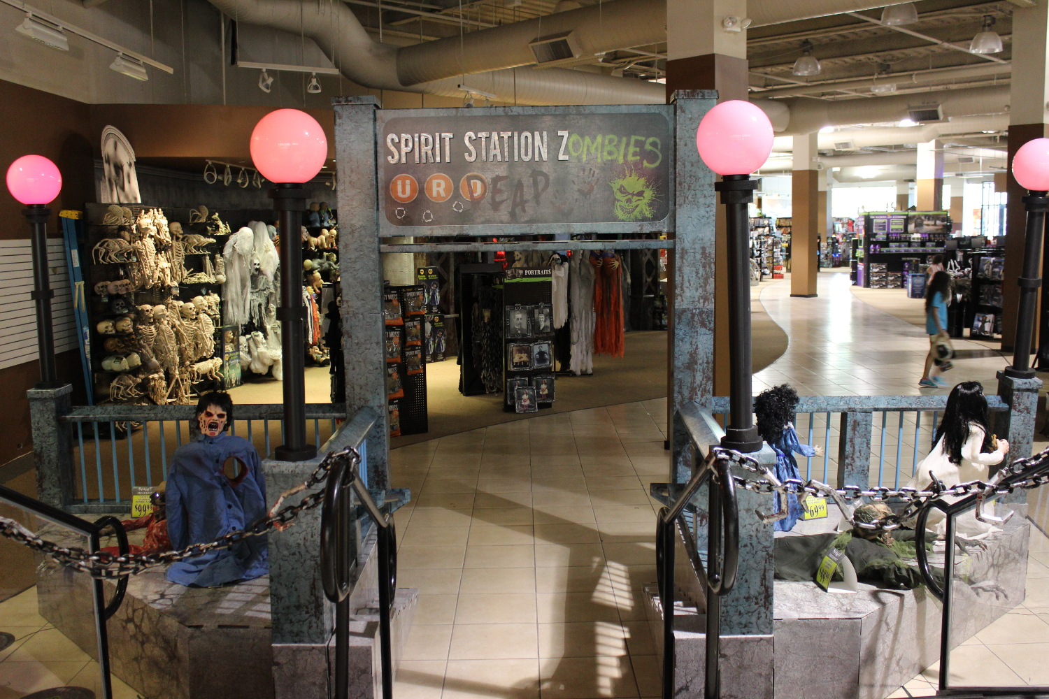 Halloween 2015 Sighted: Spirit Halloween Store and the Zombie ...