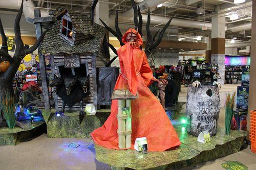 Spirit halloween 2015 store display 4