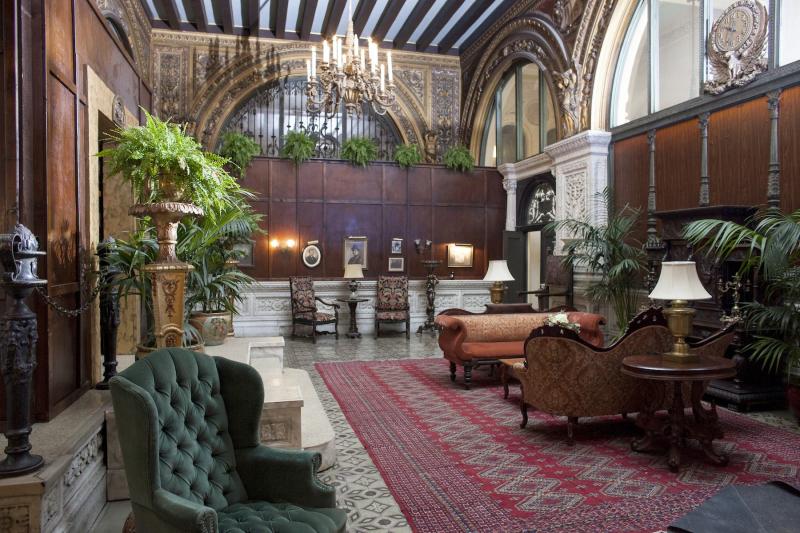 Havenhurst Lobby