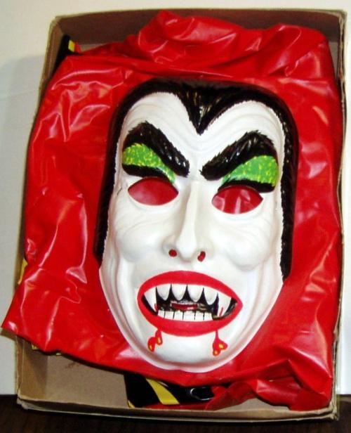 Dracula costume museumoftheodd 3