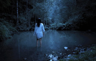 Gaia-film-gabi-in-lake-hr_NEON